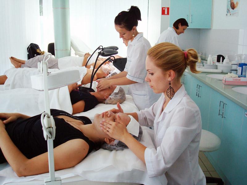 Что преподают на курсах косметологии?