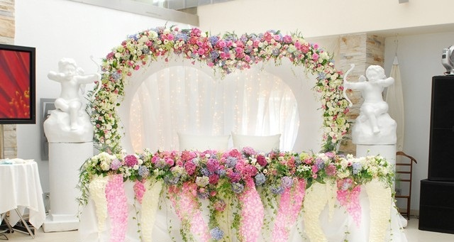 Оригинальное оформление свадьбы живыми цветами