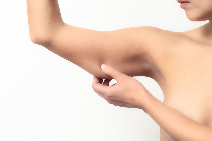 Как проводится процедура подтяжки кожи рук